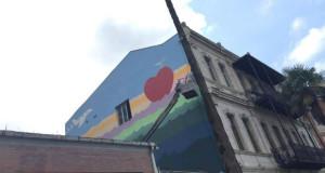 """მეგობარი მხატვრების ბათუმური განწყობა კედელზე - """"სიყვარული გადაგვარჩენს!"""""""