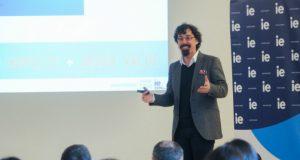 """პროფესორმა ენდრიუ მაქქართიმ """"თიბისი გალერეაში"""" საჯარო ლექცია გამართა"""