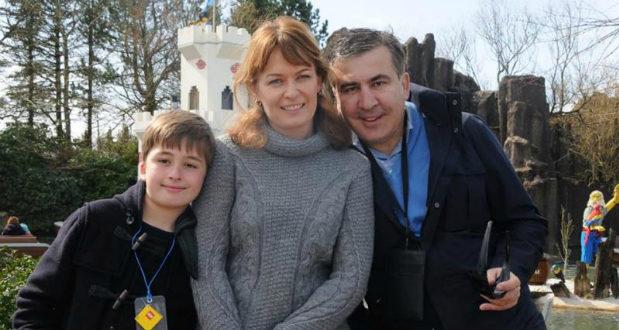 სანდრა რულოვსი: შვილებს ვერ ვუხსნი, რატომ ზის მამა ციხეში