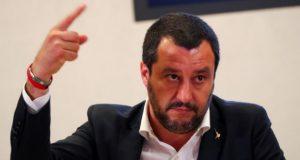 """იტალიის შს მინისტრმა და ვიცე-პრემიერმა სამინისტროს ოფიციალური ანკეტებიდან """"მშობელი 1"""" და """"მშობელი 2"""" პუნქტები ამოიღო და """"მამით"""" და """"დედით"""" შეცვალა"""