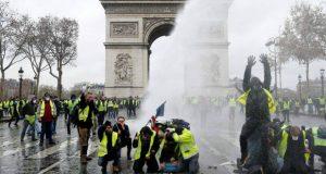 Reuters - საფრანგეთის მთავრობა საწვავზე ფასებს აღარ გაზრდის
