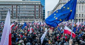 რას უქადის საპარლამენტო არჩევნები პოლონეთში ქვეყნის დემოკრატიას და ეკონომიკას