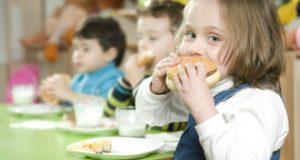 საბავშვო ბაღებში აღმზრდელებს ჭამა ეკრძალებათ