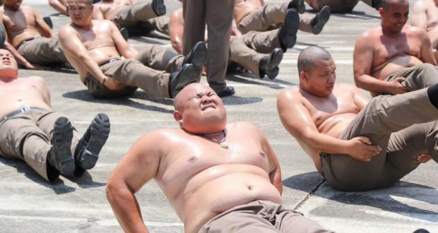 ტაილანდში მსუქანი პოლიციელები წონის დასაკლებად სავარჯიშოდ ბანაკში წაიყვანეს