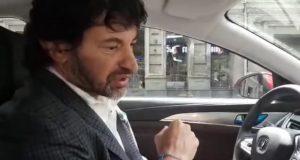 """""""ჩემს ავტომობილზე გადავაკარი ფირი ტაქსის მძღოლების დასარწმუნებლად, რომ ეს არანაირ პრობლემას არ წარმოადგენს"""""""
