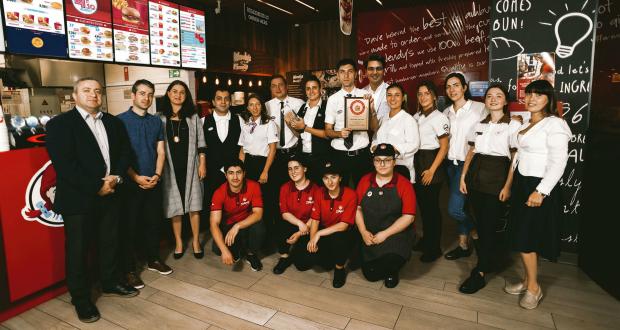 """""""ვენდის"""" ქართულმა რესტორნებმა საერთაშორისო """"ვენდისგან"""" Dave's Way სერტიფიკატი – ხარისხის ყველაზე მაღალი ჯილდო მიიღო"""