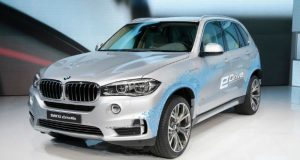 BMW X5-ის ჰიბრიდული ვარიანტი 100 კილომეტრზე 1.2 ლიტრ ბენზინს დაწვავს