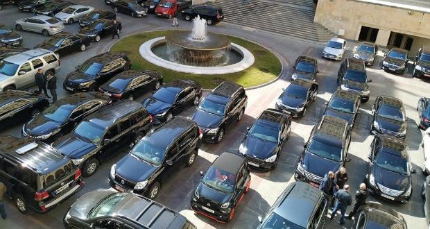 """""""შავი ჯიპების ქვეყანა"""" – ხელისუფლებას 16 000 ავტომობილი ეკუთვნის, რომელთა შენახვა 128 მილიონი ჯდება"""