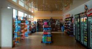 როგორ ძირავენ მცირე მარკეტებს ქსელური მაღაზიები
