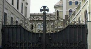 მართლმადიდებელი ეკლესია დასავლეთისა და რუსეთის დაპირისპირების ეპიცენტრში
