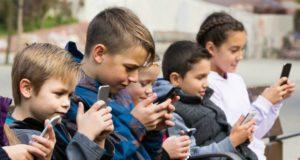 """ბავშვისთვის სმარტფონი იგივეა, რომ """"შესვათ"""" ნარკოტიკზე - ფსიქოლოგები საშიში ტენდენციის შესახებ"""
